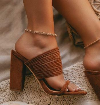 Модная летняя обувь на каблуке