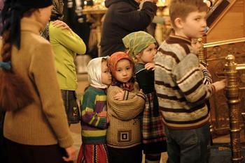 Молятся ли в храме наши дети?