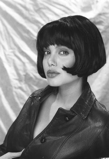 18 смелых фото юной Анджелины Джоли, показывающие, что она всегда была горячей штучкой