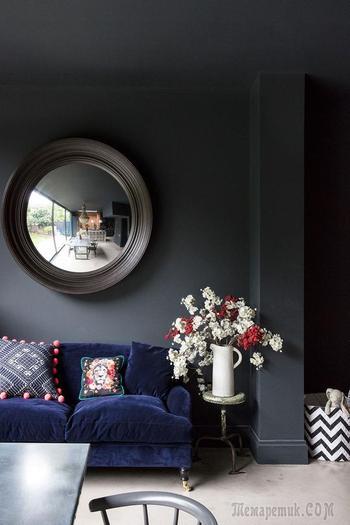 Черные стены и английский стиль — отличное сочетание