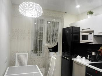 Кухня: белый верх, серый низ