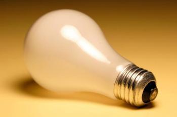 Почему лампочку нельзя вынуть изо рта без помощи медиков