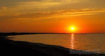 Крым. Закат на озере Сасык-Сиваш