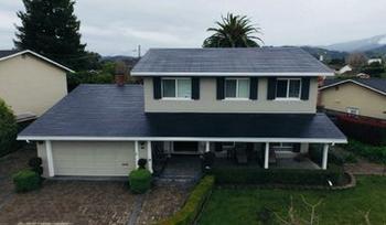 Как выглядят первые солнечные крыши от Tesla на настоящих домах