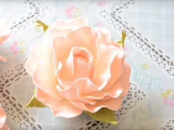 Нежная роза из фоамирана своими руками
