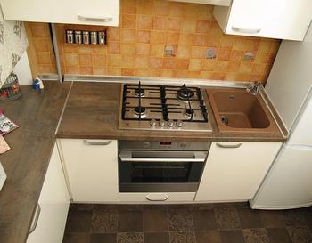 Кухня: вариант наполнения 5,9 квадратного метра