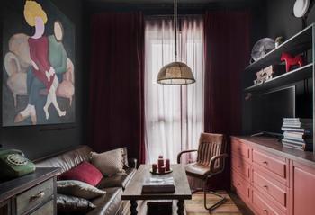 Архитектор-москвичка сделала в своей квартире ремонт в черном цвете — вышло стильно и непривычно