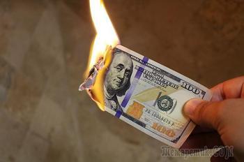 Россияне массово сбрасывают доллары