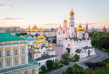 Монастыри и храмы...  Соборы Московского Кремля. Соборная площадь