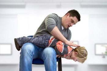 Что нужно делать, если ребенок подавился: Действия, которые могут спасти жизнь