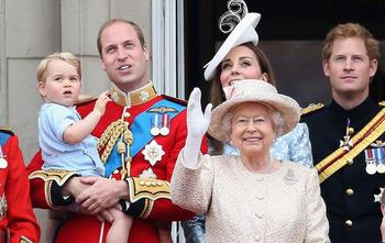 Как появляются на свет королевские дети: 11 удивительных традиций