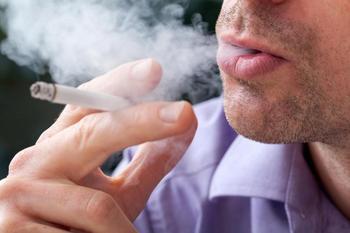 Что делать, если соседи курят в подъезде?