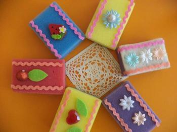 Пирожные из кухонных губок: 7 простых идей поделки за 5 минут