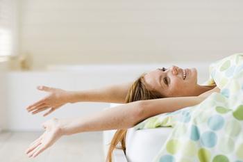 «Четверть часа»: 5 простых утренних упражнений для ленивых и занятых