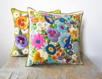 Подушки с вышивкой в стиле винтаж