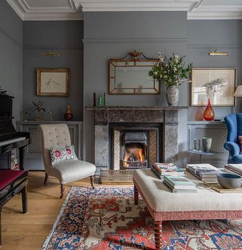 Голубая спальня и розовая ванная комната: дом дизайнера интерьеров в Лондоне