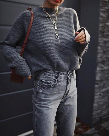 Серый свитер и джемпер: 20 шикарных идей, как составить незабываемый образ