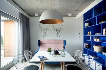 Дом с синим кубом в Польше