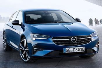 Opel Insignia 2021: седановская классика в новом дизайне
