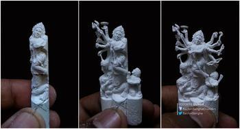 Индийский художник-самоучка вырезает из крошечных мелков миниатюрные скульптуры