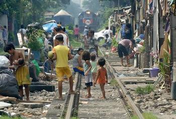 Жизнь в Маниле: 15 фотографий о жизни людей в самом густонаселенном городе