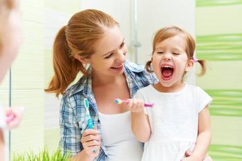 Что делать, если малыш не хочет чистить зубы: 5 советов для родителей