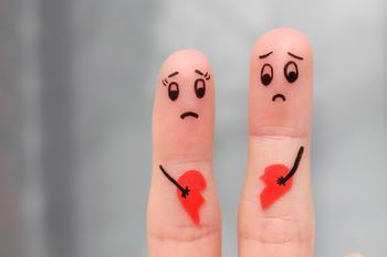 Как перестать думать о бывшем: 4 способа пережить расставание