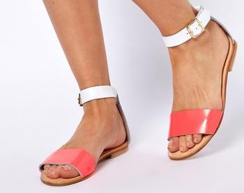 10 ошибок, которые мы совершаем при выборе летней обуви