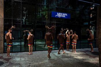 Бодрый Рио в уличных фотографиях Марсело Арголо