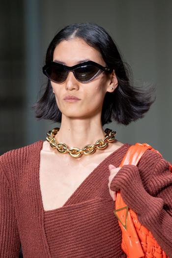 Цепи, моносерьги и жемчуг: какие украшения мы будем носить весной и летом 2020