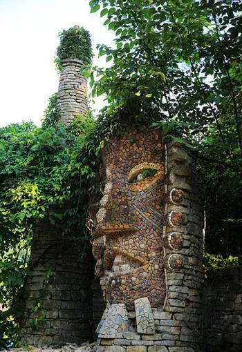 Скульптор из Китая в одиночку 20 лет создаёт парк-утопию по мотивам творчества великого Гауди