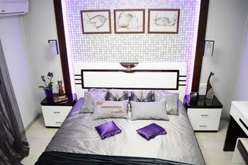Спальня: очаровательные котики и сиреневое настроение