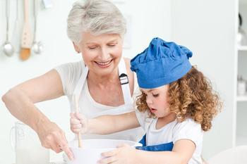 Ученые доказали, что бабушка по материнской линии — самый важный человек в жизни ребенка