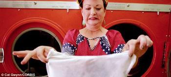 Грязный эксперимент: писательница не стирала одежду целый месяц, чтобы дольше сохранить ее новый вид