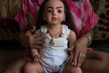 Игрушки для взрослых: как в Таиланде сходят с ума по куклам-талисманам