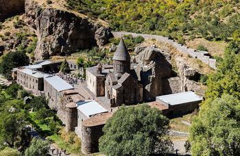Таинственный монастырь Гегард: одна из главных достопримечательностей Армении