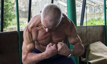 В 70 лет выглядеть на 40: как пенсионер-бодибилдер из Беларуси объявил войну старости