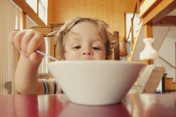Как уговорить привередливого ребенка поесть: советы от родителей