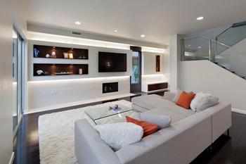 Современный интерьер дома в черном, сером и белом