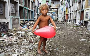38 невероятных портретов, показывающих, как сильно отличается жизнь детей разных стран мира
