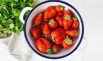 Яркая клубника – любимая ягода