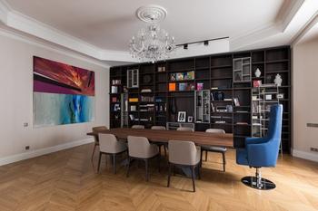 Большая квартира со светской гостиной в Толстовском доме