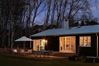 Бюджетный, но стильный и уютный загородный дом в Швеции