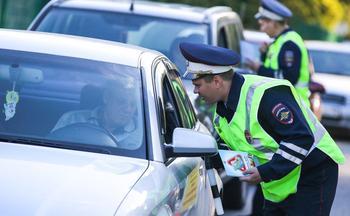 Инспектор ДПС просит открыть капот: в чем подвох и стоит ли опасаться