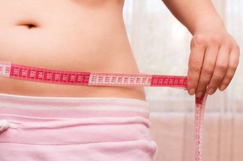 Почему откладывается жир на животе и чем он опасен