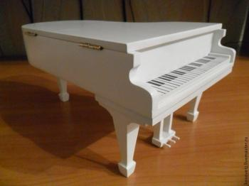 Шкатулка в виде рояля
