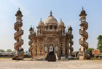 10 самых уникальных мавзолеев, построенных человечеством