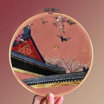 Очень красивая шёлковая вышивка с использованием китайской техники
