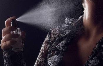 Как правильно пользоваться парфюмом, чтобы шлейф был длинным, а запах стойким