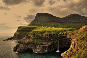 Живописная деревня Гасадалур — самое красивое место Фарерского архипелага